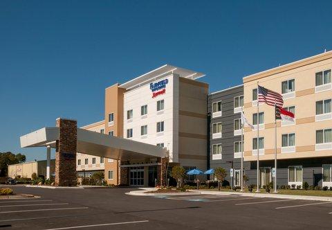 Fairfield Inn & Suites Fayetteville North - Exterior