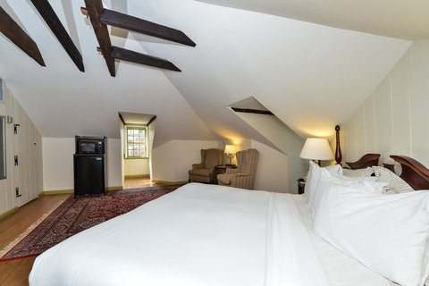Admiral Fell Inn, an Ascend Hotel Collection Member - Cathedral King Guest Room