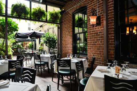 Admiral Fell Inn, an Ascend Hotel Collection Member - Courtyard Dining