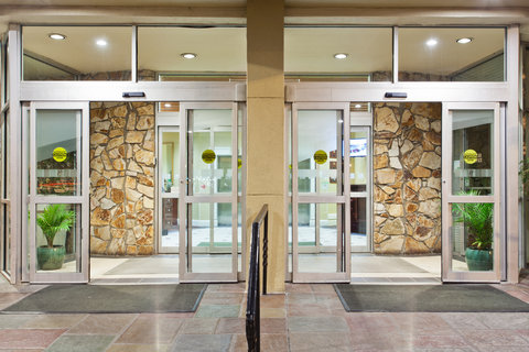 Holiday Inn Charleston Riverview Hotel - Entrance