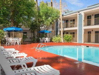 Travelodge Bakersfield Hotel - Pool