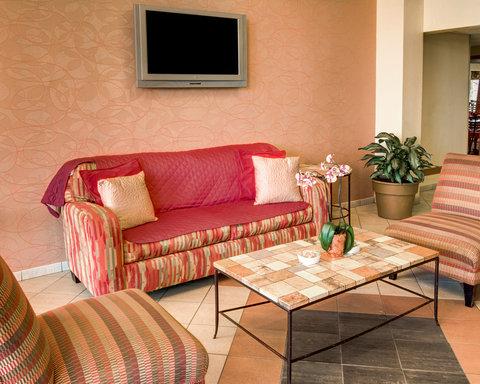 Comfort Inn & Suites Near Univ. of Maryland - MDLobby Seating Area