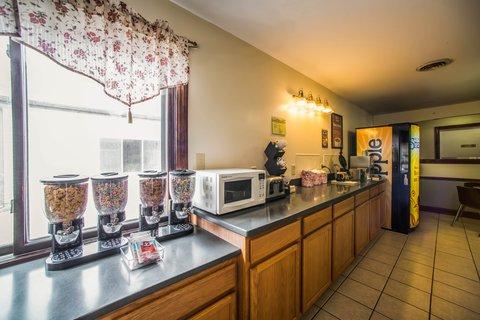 Econo Lodge Inn & Suites - ILBkfast