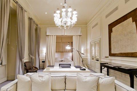 J.K.Place Hotel - Master Room