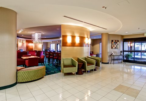 SpringHill Suites Fresno - Lobby Entrance