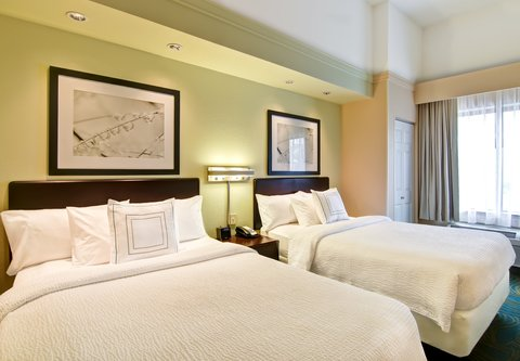 SpringHill Suites Fresno - Double Double Suite - Sleeping Area