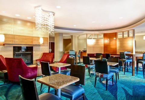 SpringHill Suites Fresno - Breakfast Dining Area
