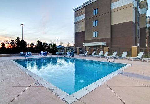 SpringHill Suites Fresno - Outdoor Pool
