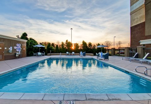 SpringHill Suites Fresno - Outdoor Pool   Hot Tub