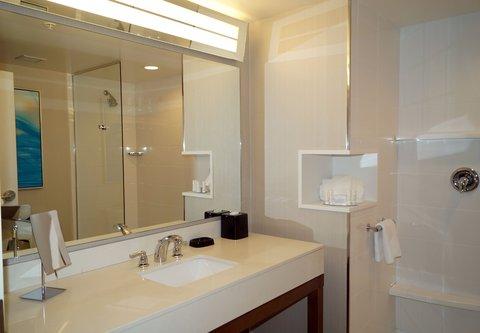 Courtyard Philadelphia Bensalem - Guest Bathroom