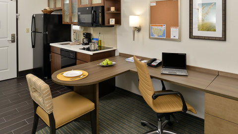 Candlewood Suites HOUMA - Full Kitchen and Large Work Area