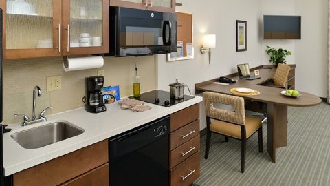 Candlewood Suites HOUMA - Full Kitchen With Large Work Area