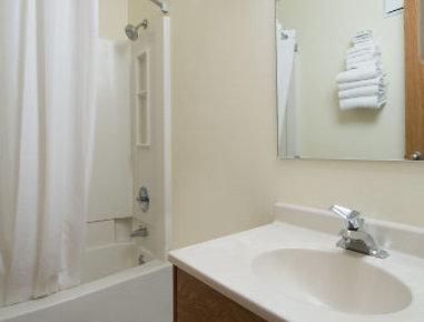 Super 8 Motel - Walla Walla - Bathroom