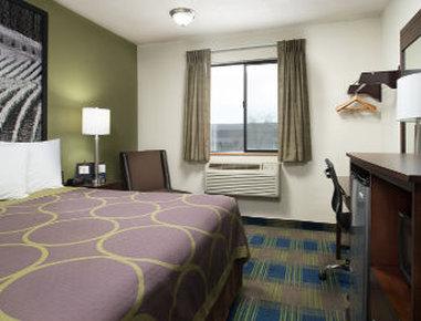 Super 8 Motel - Walla Walla - 1 King Bed Room