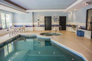 Pool - Comfort Suites Beaufort