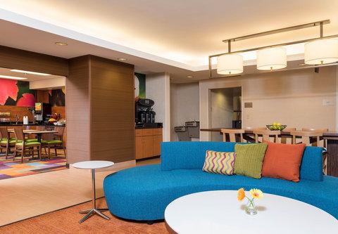 Fairfield Inn Bloomington - Lobby