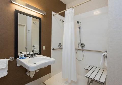 Fairfield Inn Bloomington - Accessible Bathroom