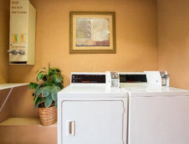 Baymont Inn & Suites Lake City - Laundry Room
