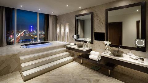 كمبينسكي برج رفال - Royal Suite Bathroom