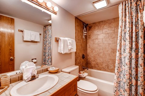 Tyra II by ResortQuest - bathroom