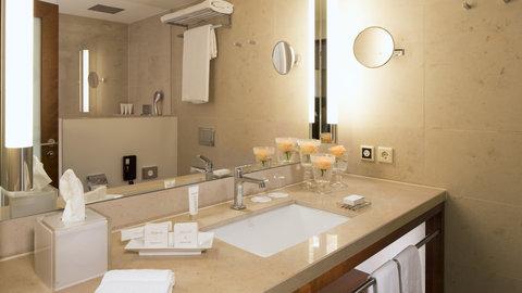 Kempinski Hotel Gravenbruch - Grand Deluxe Room Bathroom