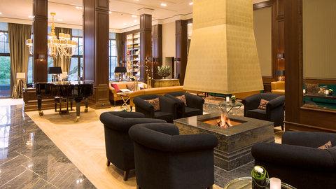 Kempinski Hotel Gravenbruch - Fireplace