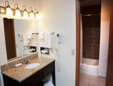 Super 8 Atlantic - Bathroom