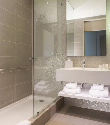Courtyard Santiago Las Condes - Guest Bathroom