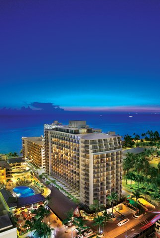 Outrigger Reef on the Beach - Outrigger Reef Waikiki Beach Resort Exterior Dusk