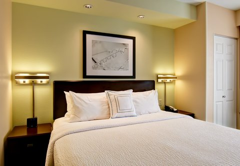 SpringHill Suites Fresno - King Suite - Sleeping Area