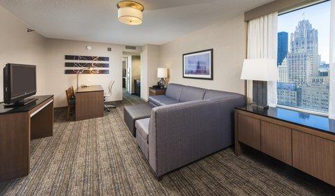 Embassy Suites Chicago DowntownLakefront - Corner King Bedroom