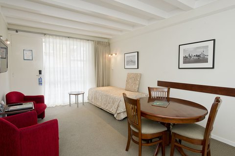 Best Western Barrycourt Suites - Hotel %26 Confere - One Bedroom Lounge