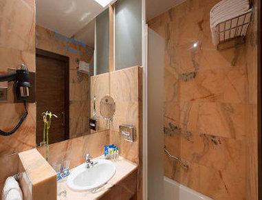 NH Rincón De Pepe - Bathroom