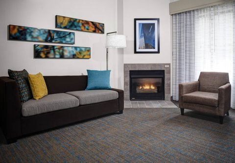 Residence Inn Cleveland Downtown - Fireplace Suite