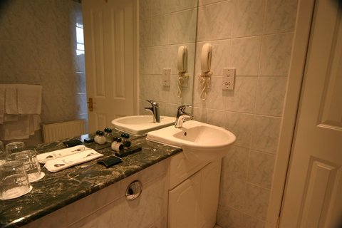 Ben Nevis Hotel and Leisure Club - Bathroom