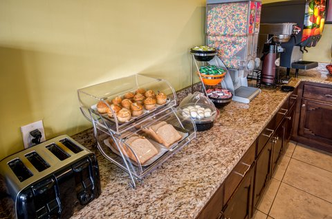 Econo Lodge East - NMBRKFST