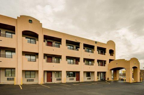 Econo Lodge East - Exterior