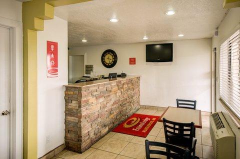 Econo Lodge East - Lobby