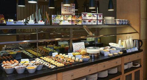 Hesperia Presidente - Buffet Breakfast
