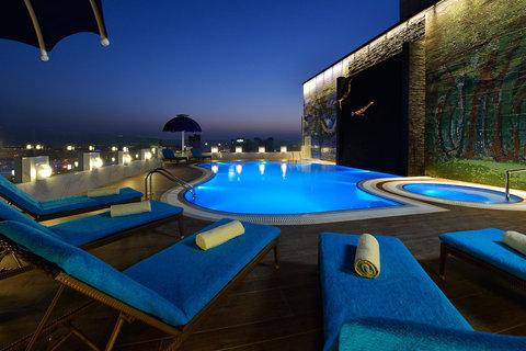 سويس بل هوتيل سيف البحرين - Swimming Pool