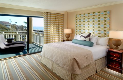 Hilton Oceanfront Resort Hilton Head Island - Luxury Oceanfront Suite Bedroom