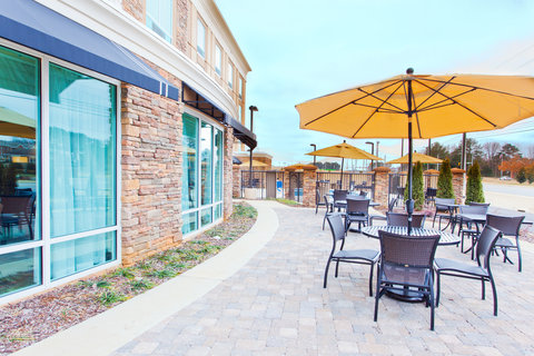 Holiday Inn Express & Suites HUNTSVILLE WEST - RESEARCH PK - Guest Patio