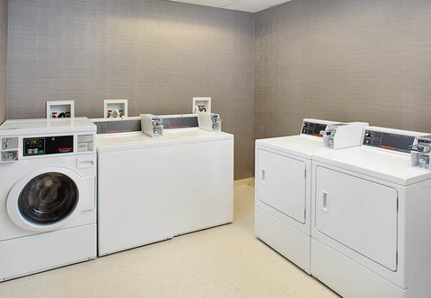 Courtyard By Marriott - Guest Laundry