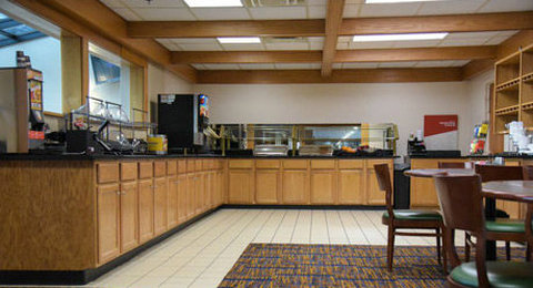 Courtyard Fort Wayne Hotel - Breakfast Set Up