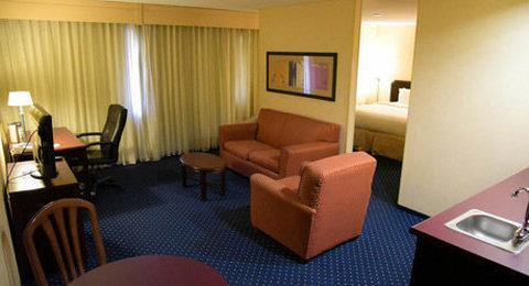 Courtyard Fort Wayne Hotel - Suite