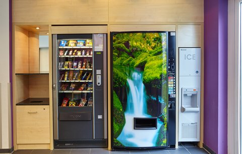 Holiday Inn Express DUSSELDORF - CITY NORTH - Grab a quick snack from our Vending Machine