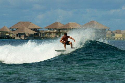 Six Senses Laamu - Surfing