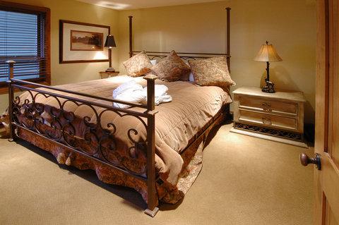 Montaneros in Vail - Bedroom