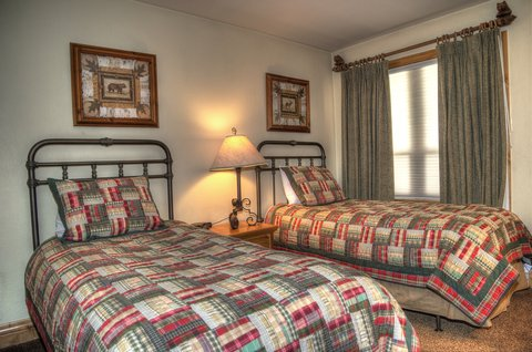 Montaneros in Vail - twin beds