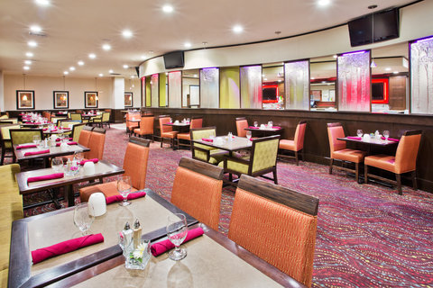 Crowne Plaza ANCHORAGE-MIDTOWN - Enjoy a delicious start to your day in our breakfast area